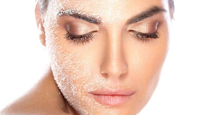 Peeling segredo da pele jovem depois dos 40